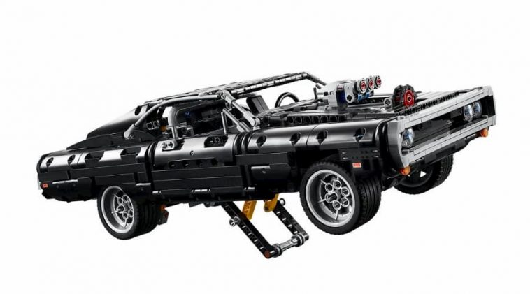 LEGO Technic 42111 Dom's Dodge Charger 2 (1)