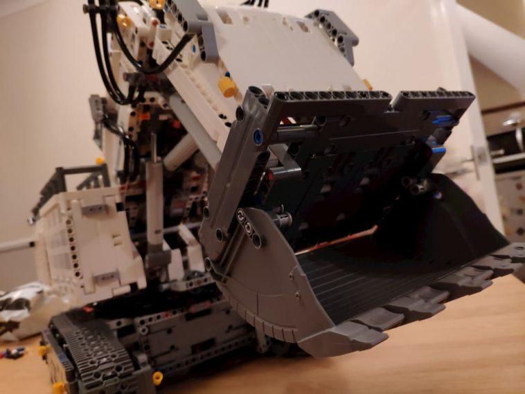 LEGO Technic Leibherr R 9800 Excavator